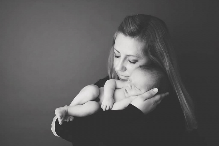 Mother and baby.Emily Robin Photography. Wyoming Newborn photography. Montana newborn photography. Fine art newborn portraiture. Premier Newborn Photography. v