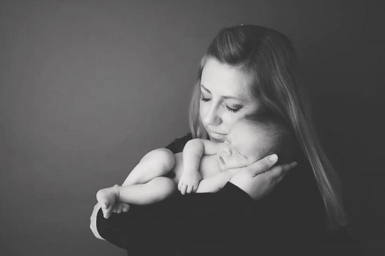 Mother and baby.Emily Robin Photography. Wyoming Newborn photography. Montana newborn photography. Fine art newborn portraiture. Premier Newborn Photography. v